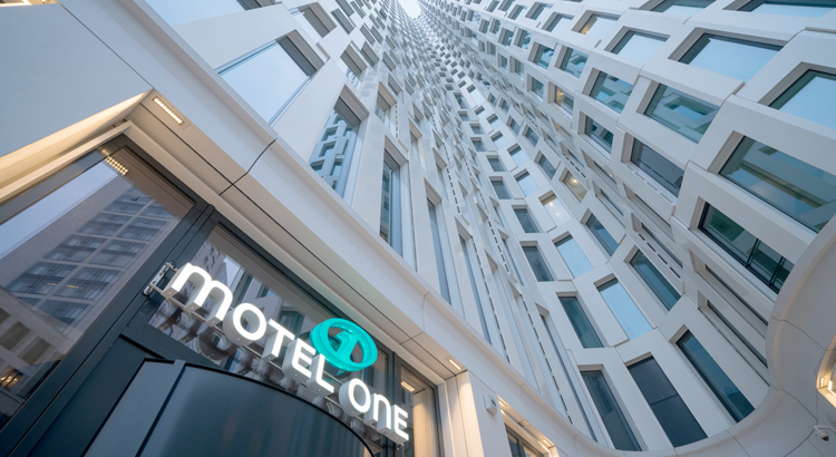 Motel One Berlin Upper West Foto Motel One.jpg