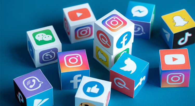 Social Media Icons Würfel Foto iStock pressureUA