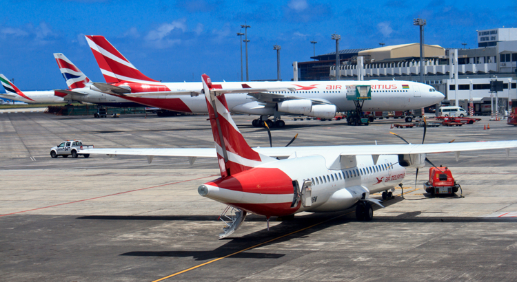 Air Mauritius Flugzeuge am Gate in Port Louis Foto iStock Mascarenen.jpg